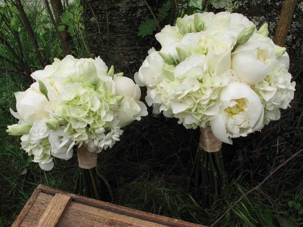 June Wedding At The Round Barn