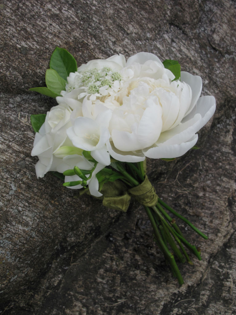 white peony and gardenia bouquet