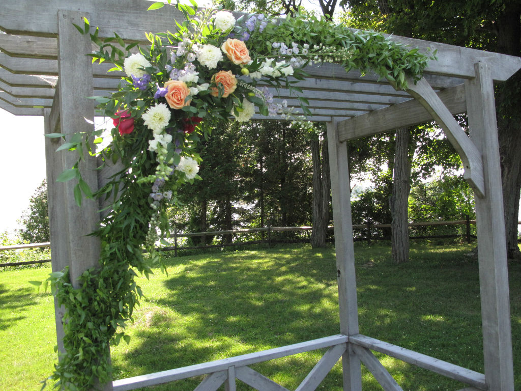 asymmetrical wedding flowers, outdoor ceremony on the lake