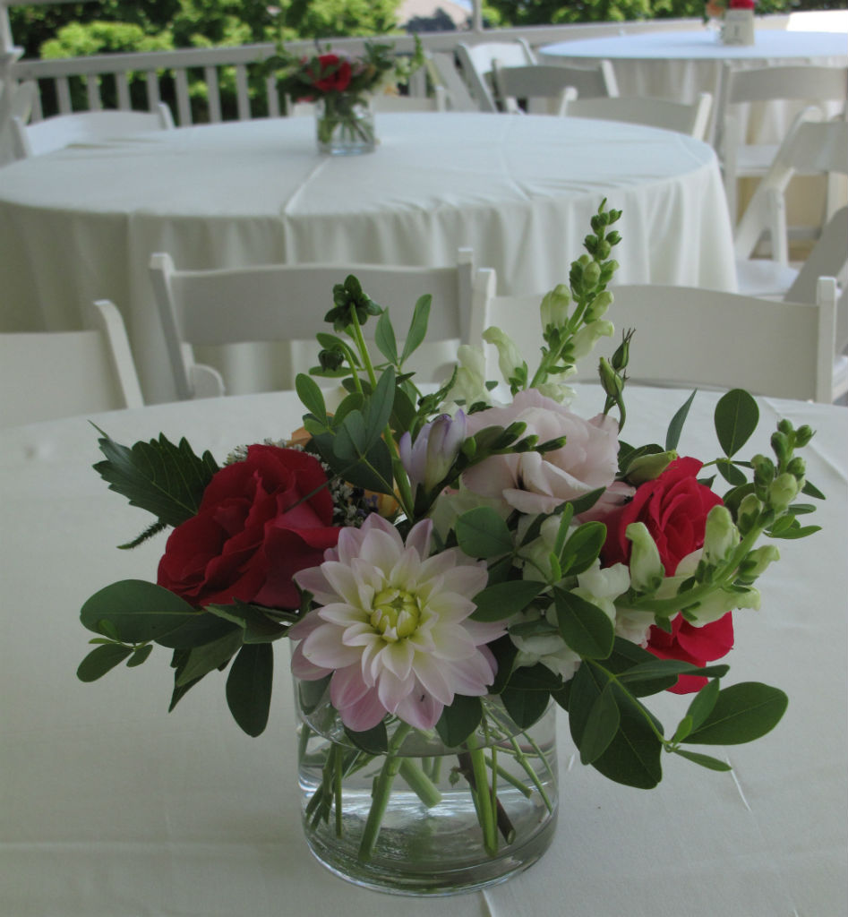 beautiful centerpiece, beautiful wedding flowers, Floral Artistry, Alison Ellis designer