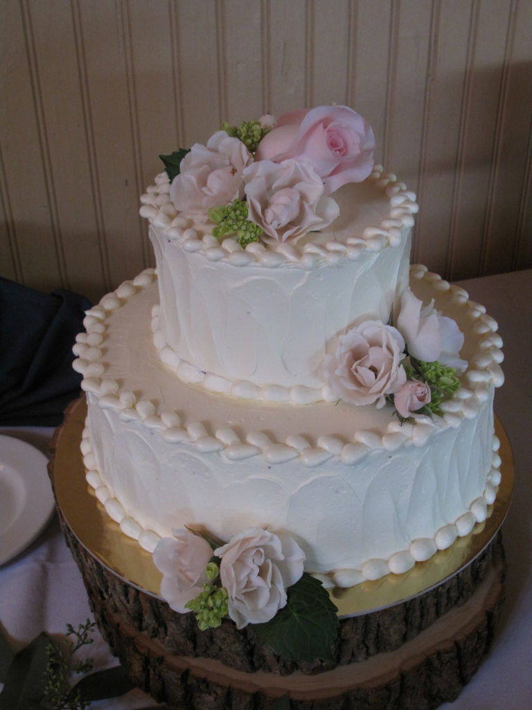 wedding cake at The Ponds