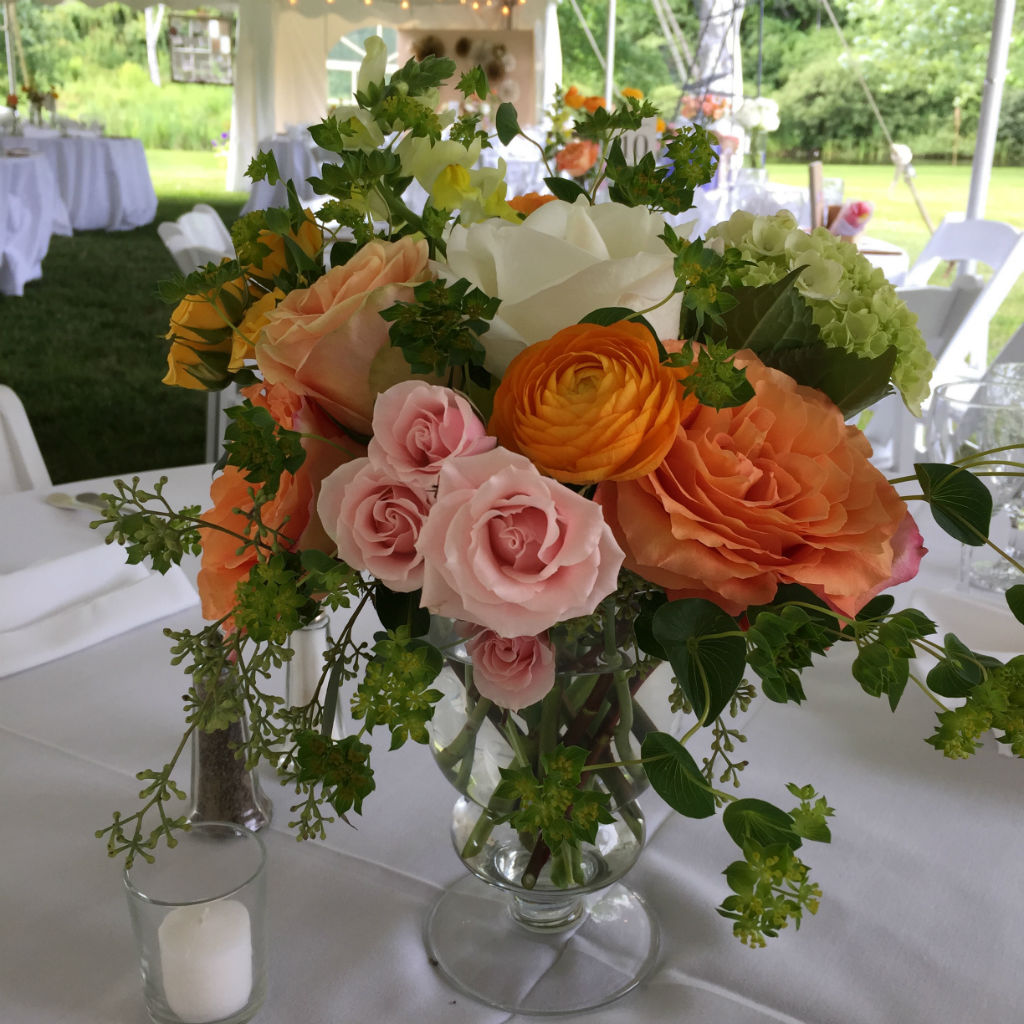 vermont wedding with summer style in grafton floral artistry by alison ellis. Black Bedroom Furniture Sets. Home Design Ideas