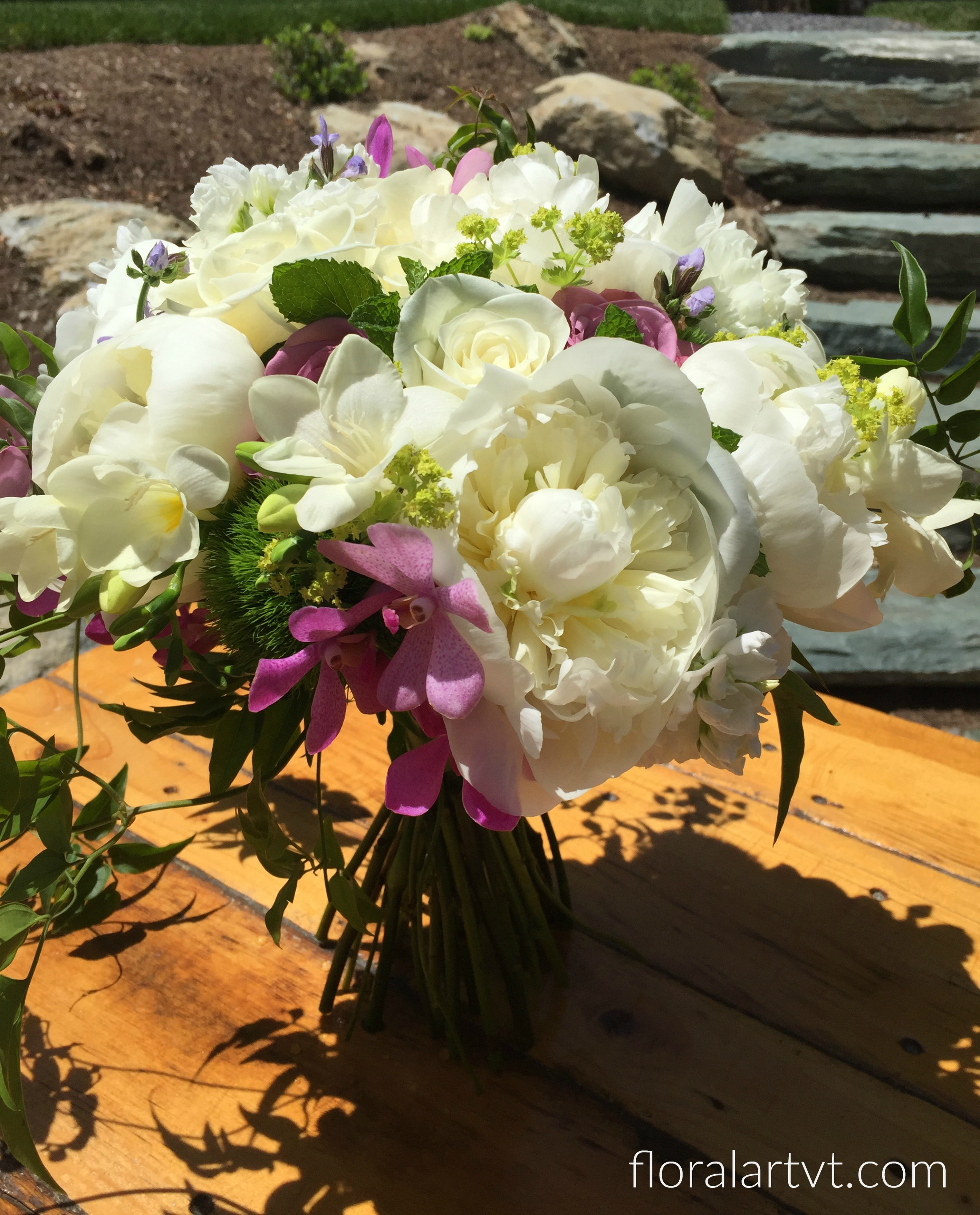 Wedding at Mad River Barn, Flowers by Alison Ellis of Floral Artistry