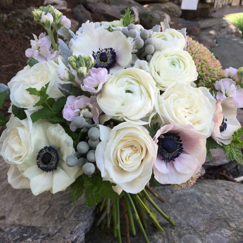 Vermont wedding flowers, Floral Artistry, Round Barn wedding