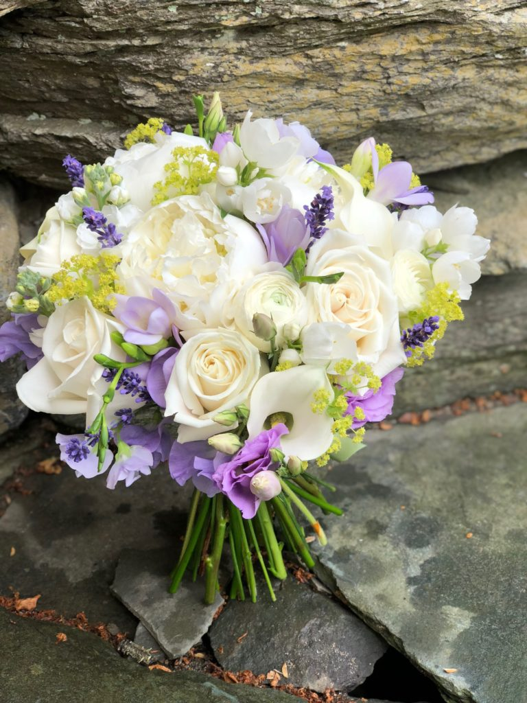 white and lavender wedding flowers